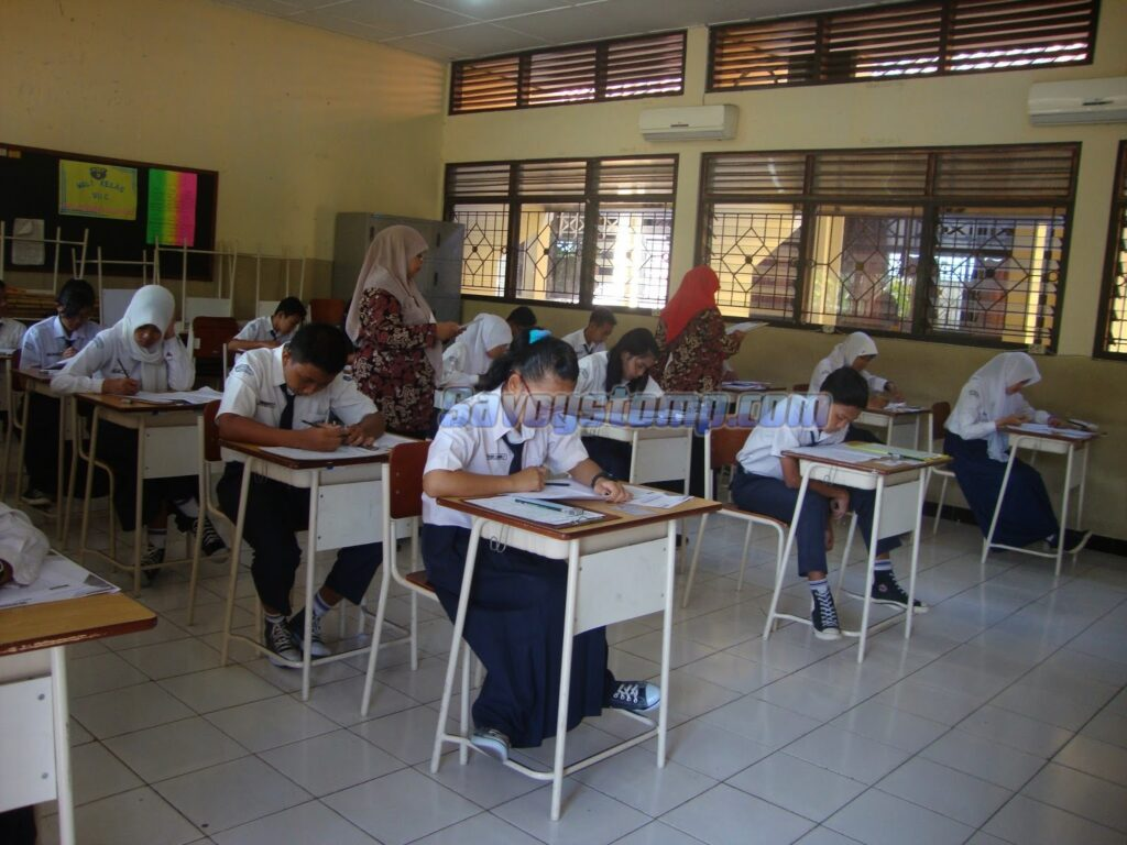 Contoh-Soal-UTS-Bahasa-Indonesia-Kelas-7-Semester-Gasal-beserta-Pembahasan