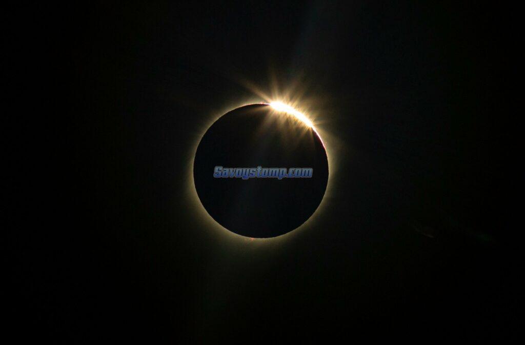 Contoh Teks Eksplanasi Fenomena Alam (Gerhana Matahari)